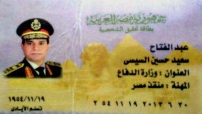 Personenkult: Sissi Personalausweise aus Plastik sind derzeit überall auf Ägyptens Straßen erhältlich.